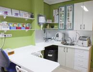 Zona de laboratorio y área de esterilización